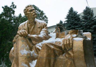 «Памятникогрох» в Одессе: Горький почти цел, а от Ленина осталось лишь кое-что