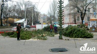 В парке Шевченко собирают мега-елку