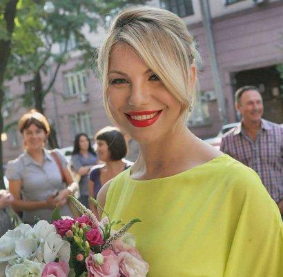 Газета «Слово» помогла выйти из неприятной ситуации Одесской актрисе и продюсеру Эвелине Сергеевой в Париже