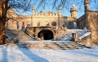 Обрушилась фасадная стена знаменитого замка