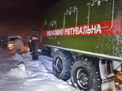 Непогода в Одессе: людей и транспорт вытаскивали из снежных заносов