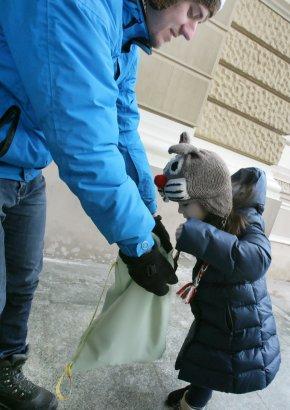 Одесские Дедушки Морозы-экстремалы радовали одесских детей (фото)