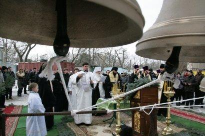 Освящены и установлены колокола на звоннице храма будущей Одесской церковно-приходской школы  (фото)