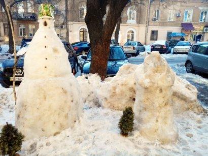 Снежаночка и Морзик — талисман одесского двора (фото)