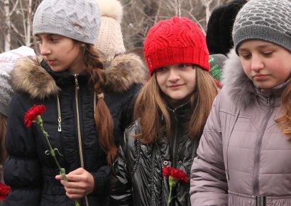 Одесситы возложили цветы к памятнику жертвам Холокоста (фото)