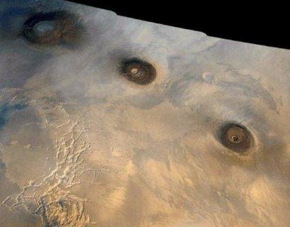 На Марсе обнаружен гигантский тройной кратер