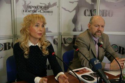 В пресс-клубе газеты «Слово» идет пресс-конференция: «Стандарты свободы слова в Украине и в Китае»