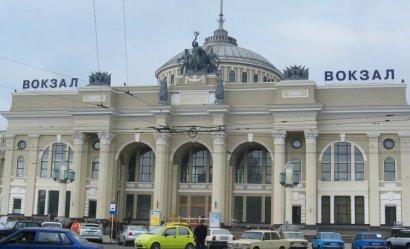 В Одессе на железнодорожном вокзале ищут бомбу