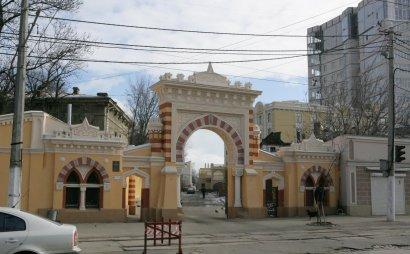 Одесская Мавританская арка «обрастает» проблемами (фото)