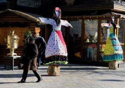 В Одессе на Гаванной появились дамы с руками-вениками (фото)