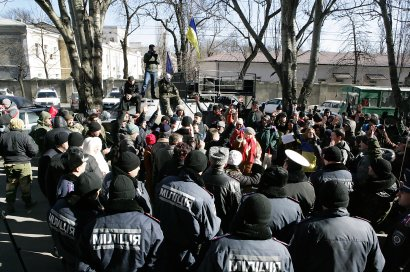 Одесситы требовали вывести бойцов из Дебальцево