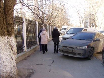 Ни пройти, ни проехать: железная пробка на Тенистой улице