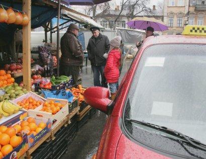 """Двое маленьких одесситов пытались приобрести на """"Новом рынке"""" три тысячи апельсинов"""