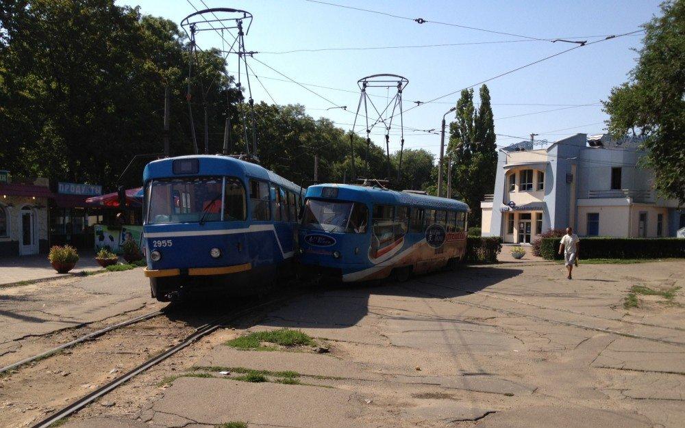 на трамвае аж до вокзала.