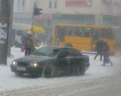 Началось: Одессу заметает снегом (фото)