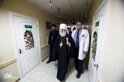 Митрополит Агафангел поздравил маленьких пациентов детской областной больницы с Рождеством Христовым (фото)