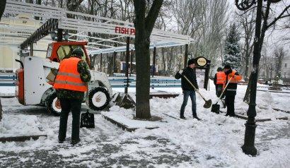 Одессу чистят от снега (фото)