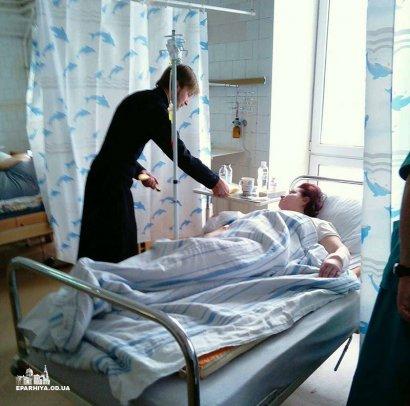 Священники и прихожане Одесской епархии продолжают обход больниц города с рождественскими подарками (фото)