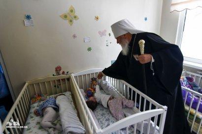 Митрополит Агафангел посетил с подарками Одесскую детскую городскую больницу №3 (фото)