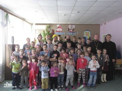 Хоровые коллективы Одесской епархии поздравили воспитанников и сотрудников Центра социально-психологической реабилитации детей г. Одессы (фото)