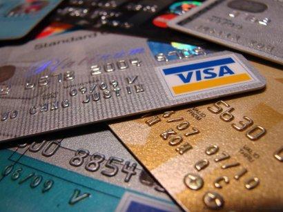 Сотрудница одесского банка сняла с карт клиентов огромную сумму денег