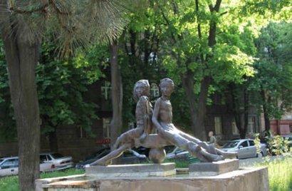 Еще белеет парус одинокий… К 120-летию Валентина Катаева