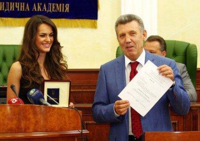 Выпускницы Одесской юракадемии вошли в ТОП самых красивых женщин мира начала XXI века (ФОТО)