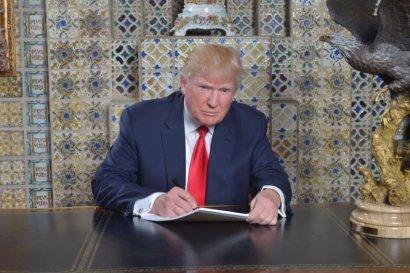 """Трамп подписал """"исторический"""" указ о запрете лоббирования в США"""
