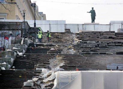Пешеходное движение по Потемкинской лестнице закрыто до конца апреля (фото)