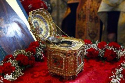 Всю ночь и день тысячи верующих шли в Спасо-Преображенский собор поклониться мощам святого великомученика Пантелеимона (фото)