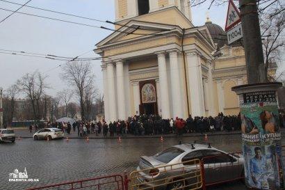 За сутки более 25000 человек пришли, чтобы помолиться перед мощами святого великомученика Пантелеимона