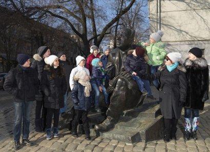 Юные одесситы поведают, что им рассказал Исаак Эммануилович (фото)