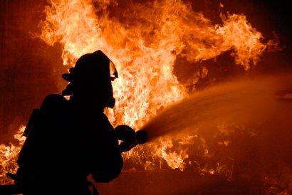 Серьезный пожар произошел сегодня в одном из аэропортовских складов