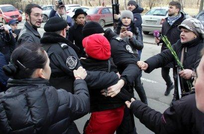 23 февраля На Аллее Славы в Одессе вспыхнул конфликт между сторонниками и поклонниками празднования Дня защитника (фото)