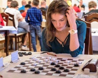 Гроссмейстер Виктория Мотричко выиграла шашечный турнир во Франции