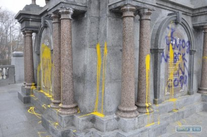 Начальник полиции обещает найти вандалов, осквернивших памятник в Болграде