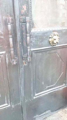 Двери Института национальной памяти пытались поджечь
