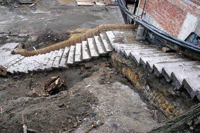 На одесский мост Коцебу вернулись с зимних каникул строители (фото)