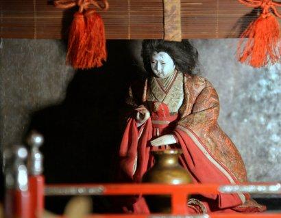 Одесситам презентовали императорский дворец с куклами хина нинге (фото)