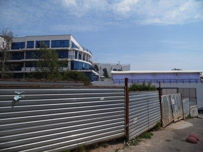 Правоохранительные органы проверят законность установки ограждения на спуске 10 станции Большого Фонтана