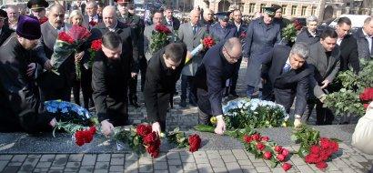 В парке Шевченко прошла церемония возложения цветов к памятнику Кобзарю (фото)