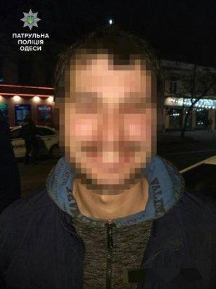 Этой ночью одесские патрульные задержали трех мужчин, которые подозреваются в ограблении
