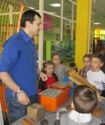 Одесские дети почувствовали себя знатоками научных чудес и познакомились со скелетом экскурсовода Жоры