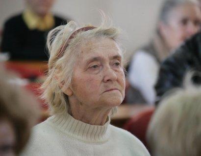 Пенсионеры бесплатно постигают компьютерную грамоту