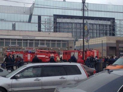 Взрыв между 2-х станций метро в Петербурге (видео)