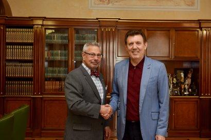 Известный американский адвокат Ян К. Сейгель приступает к авторскому курсу лекций для одесских студентов