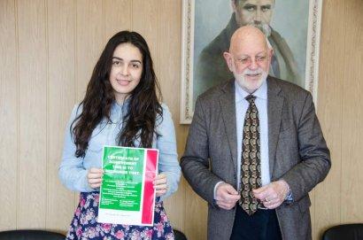 Вручение сертификатов слушателям курсов лекций профессора Брюса Леймсидора из Италии.