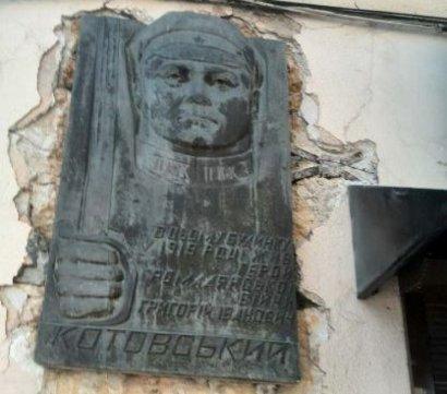 Несмотря на протесты местных жителей, Котовского в Одессе все же «декоммунизировали».