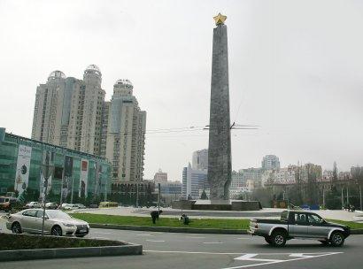 Площадь 10 апреля прихорашивается к своему главному празднику