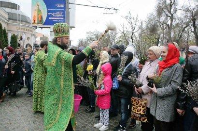 В одесских храмах прошли торжественные богослужения в честь Вербного Воскресенья